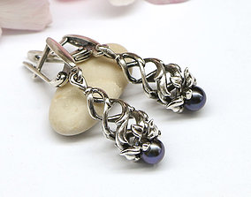Dangle earrings model in the form of a spiral
