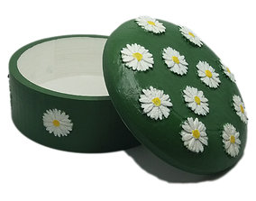 3D printable model Jewelry box with embossed daisies